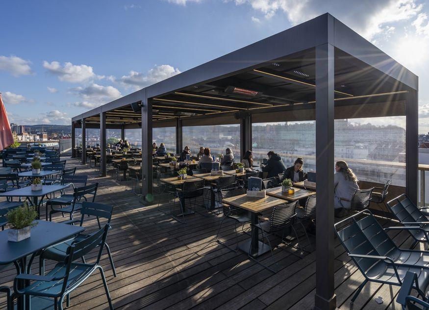 Die Online-Plattform Schattenfinder.de bietet verschiedene Sonnenschutzideen an, wo jeder Gastronom nach seinen individuellen Vorstellungen beraten wird