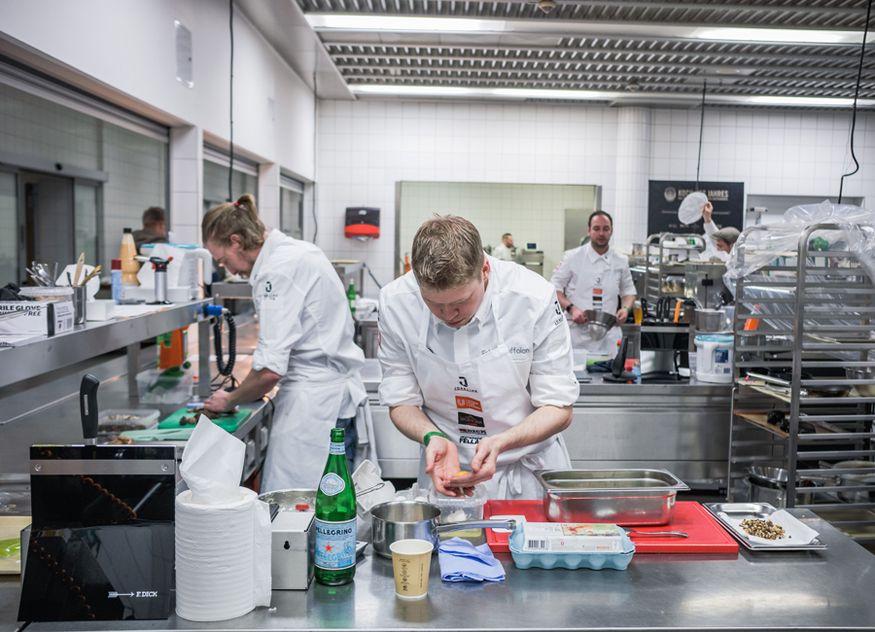 Beim vorletzten Hybrid-Vorfinale zum Koch des Jahres in Stuttgart dieses Jahres während der digitalen Intergastra wurde fleißig gekocht