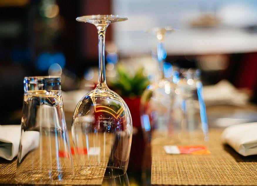 Tisch Restaurant Gläser Weinglas