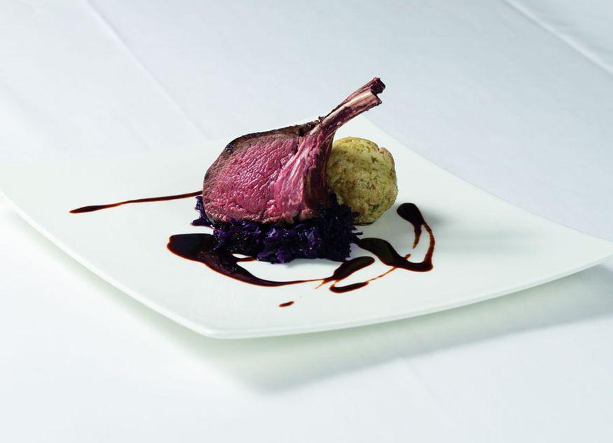 Restaurant Huber Rezept Neuseelandhirsch-Rücken Blaukraut Kürbiskernknödel Neuseelandhirsch Cervena Herbst