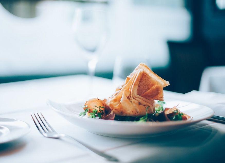 Teller Speise Restaurant Tischdecke Besteck