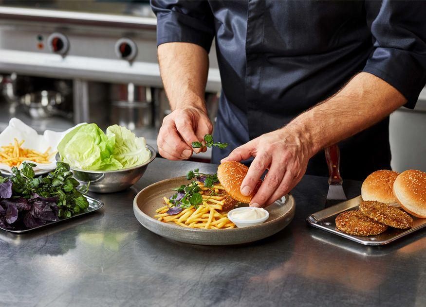 Unilever Food Solutions Gastronomie Hellmann's vegane Mayo Mayonnaise Rapsöl Basis ohne künstliche Aromen