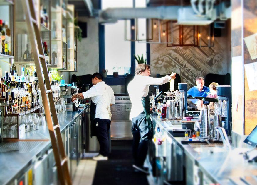 Bar Restaurant Theke Servicemitarbeiter Barkeeper