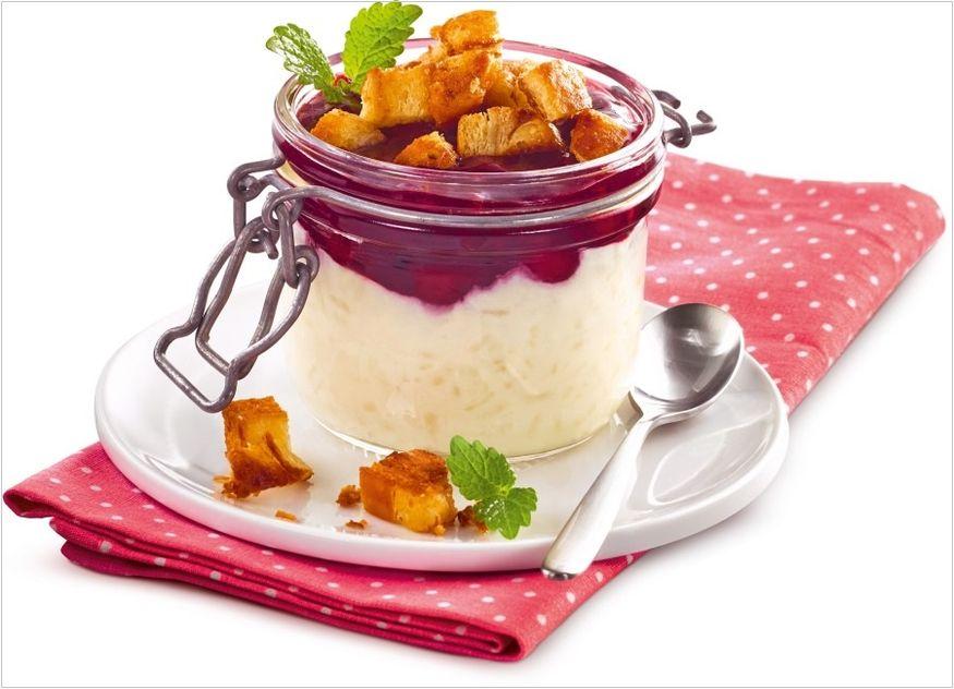 Rote Grütze mit Milchreis & Franzbrötchen-Croûtons