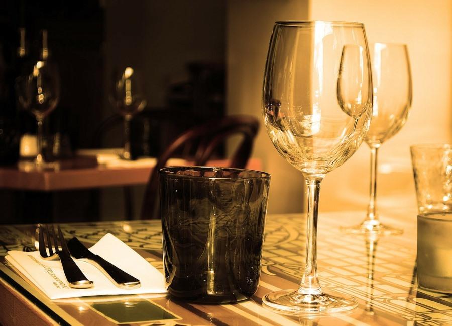 Tisch Gläser Besteck Serviette