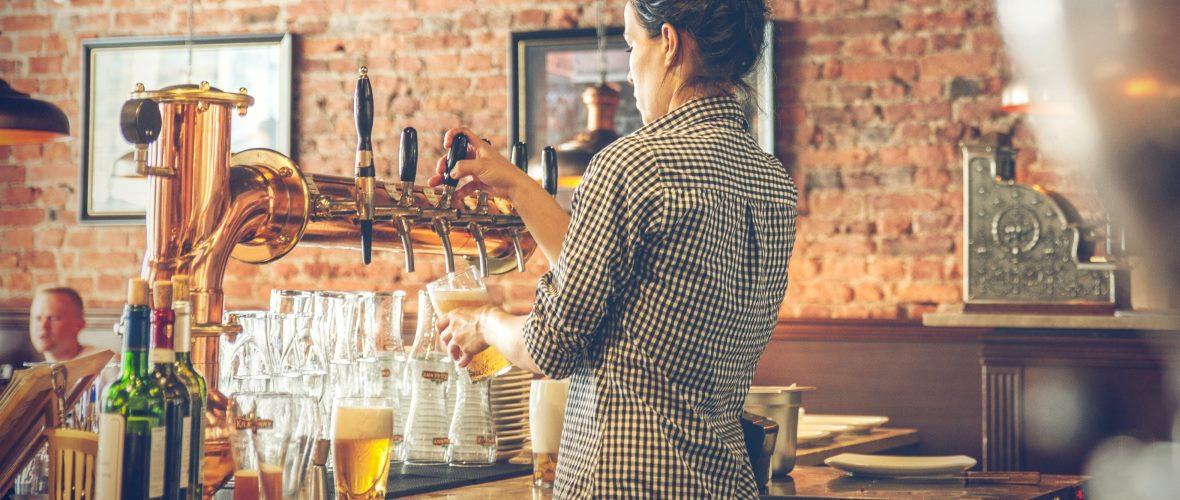 Bier zapfen Gastronomie Servicekraft