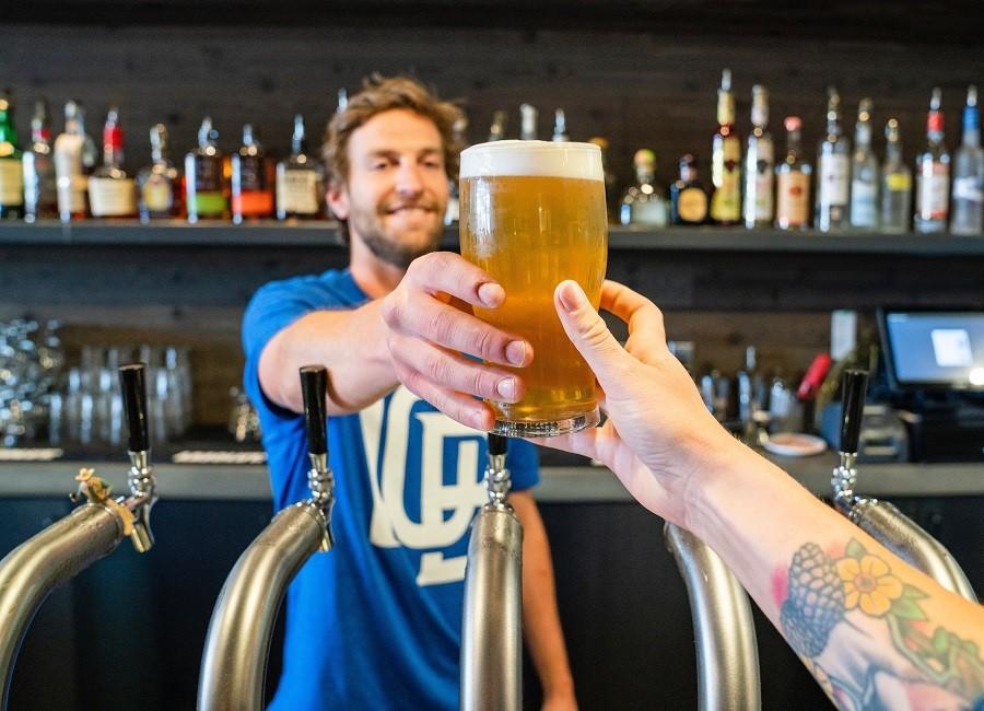 Bier Barkeeper Gast