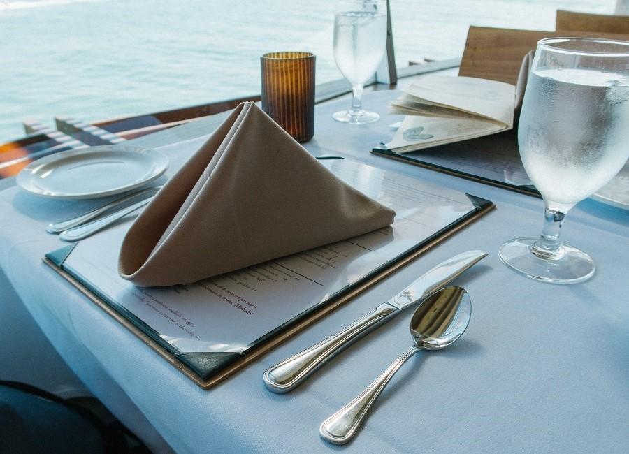 Tisch Restaurant Serviette