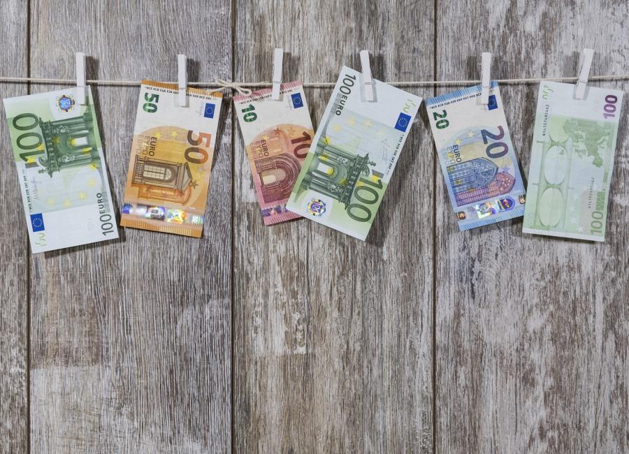 Geld an Wäscheleine