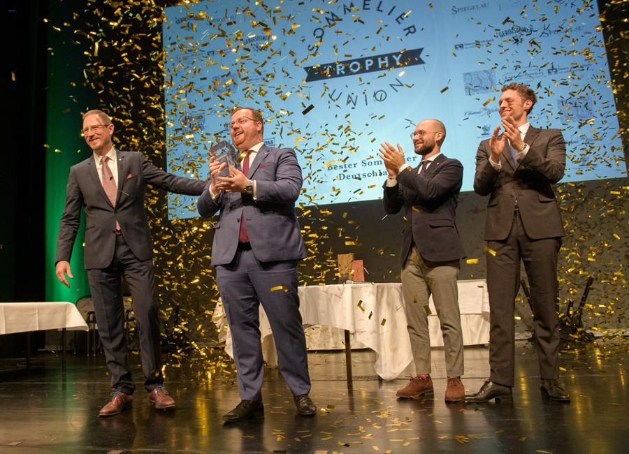 """Maximilian Wilm (zweiter von links) gewann bereits die """"Sommelier Trophy"""" und sitzt dieses Jahr selbst in der Jury"""