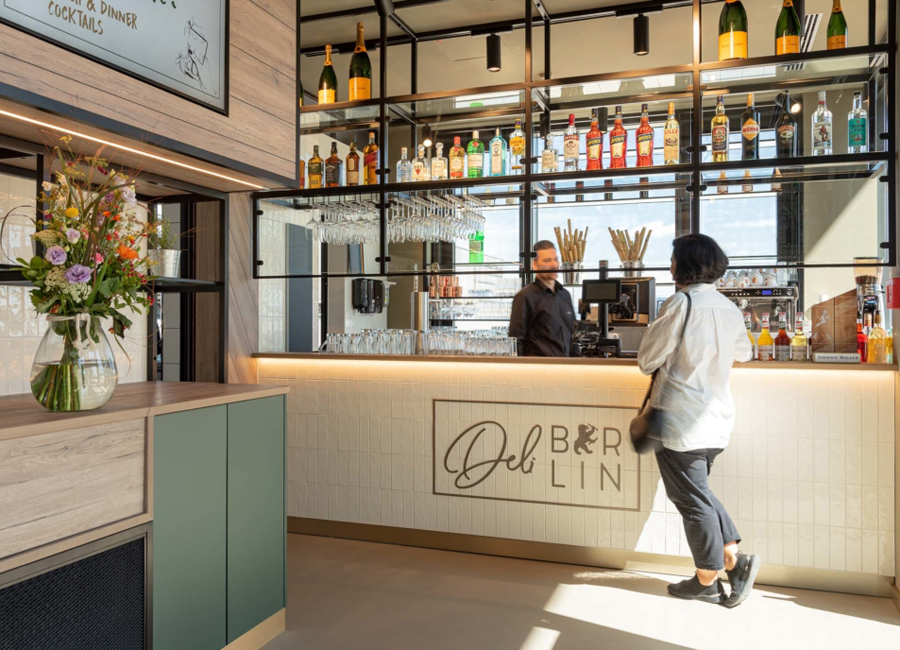 Das Deli Berlin bietet nun auch Fluggästen am Flughafen Berlin-Brandenburg ein gastronomisches Erlebnis auf der Durchreise