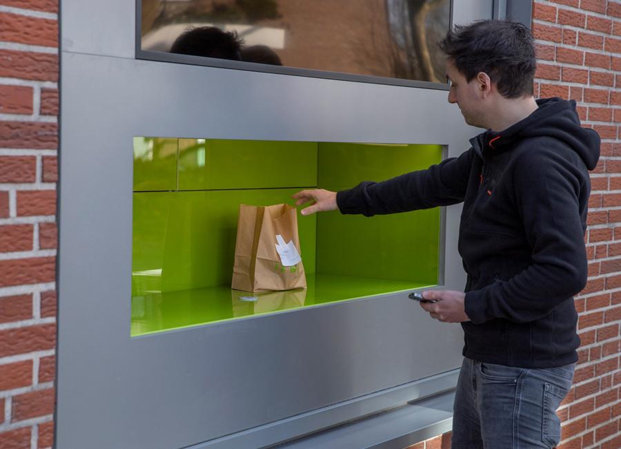 """""""Sesam, öffne dich"""": Hinter dem Abholschalter des TKWY im münsterländischen Ahaus werden Burger, Pasta und Pizza frisch gekocht"""