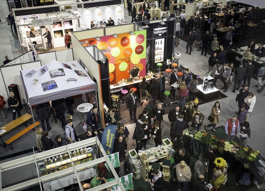Halle Messe Fachmesse Besucher Stände