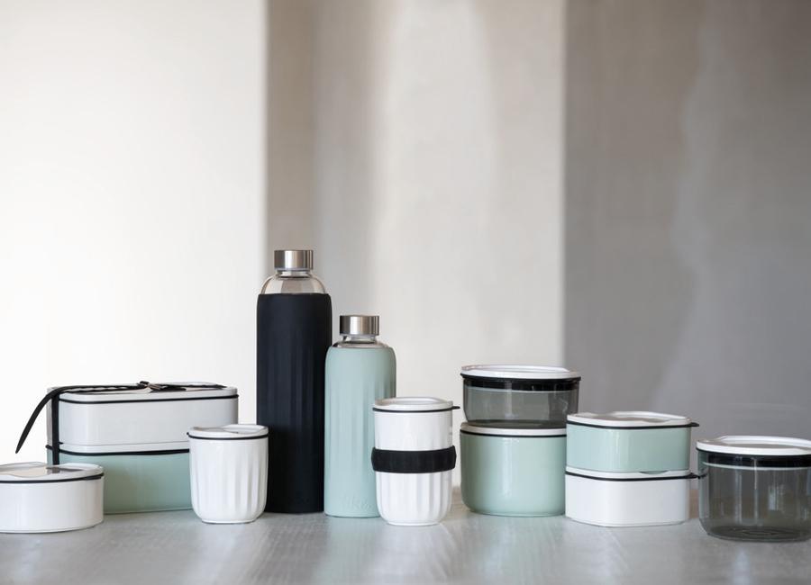 Villeroy und Boch bietet To go Porzellangeschirr an. Dazu gehören unter anderem Becher, Schalen und Lunchboxen