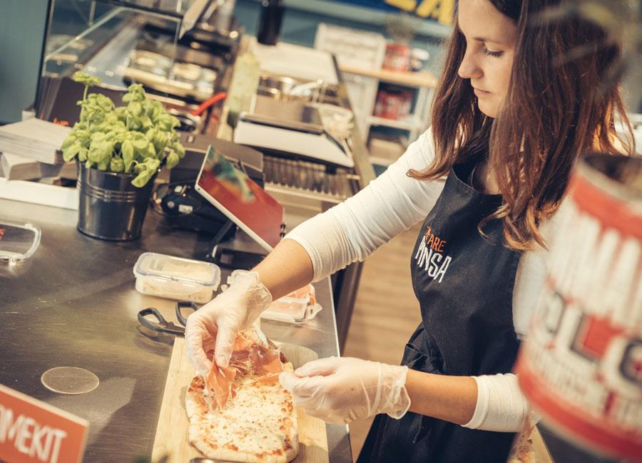 Das neue Gastro-Konzept We are pinsa der Hildesheimer Gastro & Soul Gruppe fokussiert sich auf die Pinsa aus Italien und ist als Franchisesystem konzipiert